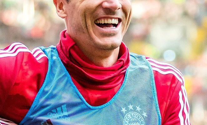 (Robert Lewandowski podczas treningów Bayernu Monachium z FC Kaiserslautern (Fritz-Walter-Stadion, Kaiserslautern, Rheinland-Pfalz, Niemcy; 2019); aut. fot. Sven Mandel)